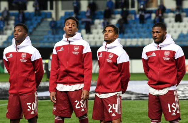 MOLDE, NORWAY - NOVEMBER 26: (L-R) Eddie Nketiah, Joe Willock, Reiss Nelson and Ainsley Maitland-Niles of Arsenal line up before the UEFA Europa League Group B stage match between Molde FK and Arsenal FC at Molde Stadion on November 26, 2020 in Molde, Norway. (Photo by David Price/Arsenal FC via Getty Images)